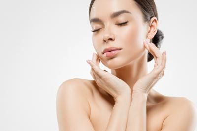 איך לשמור על עור הפנים בקיץ