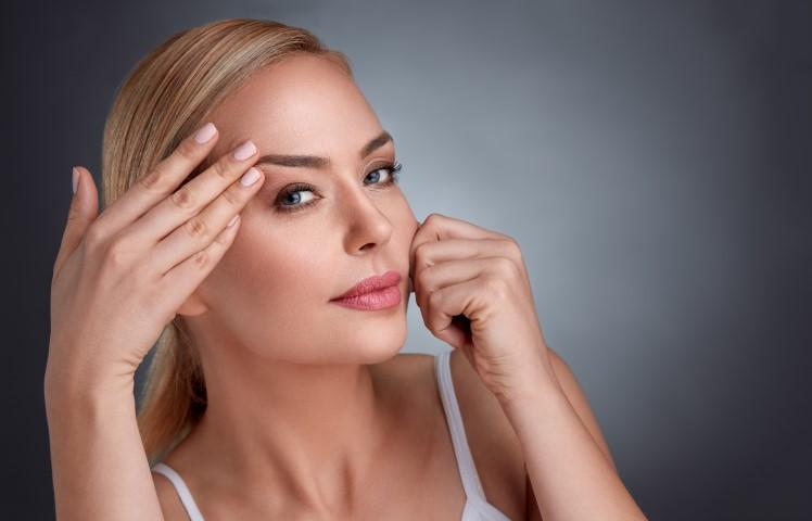 איך לשמור על עור פנים צעיר